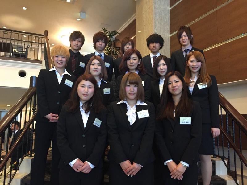 2015エマ美容室グループ(EMA)入社式が、名古屋、レセプションハウスで行なわれました。新しく、期待の新弟子が13名が仲間になりました。