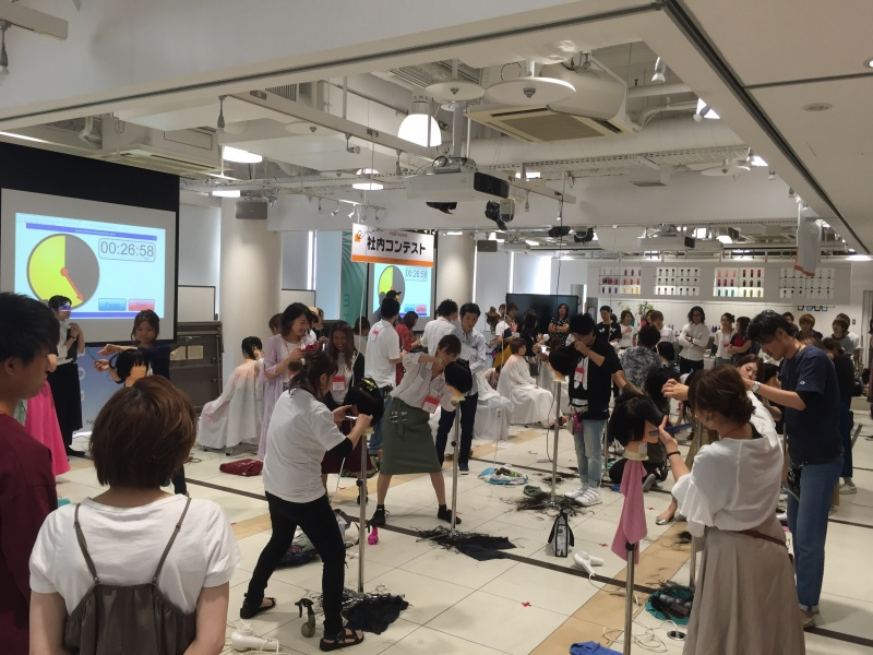 7月11日(火)「第7回エマ社内コンテスト」が開催されました。エマスタッフは、<美容の技術・感覚>を向上させるため、日々精進しております。