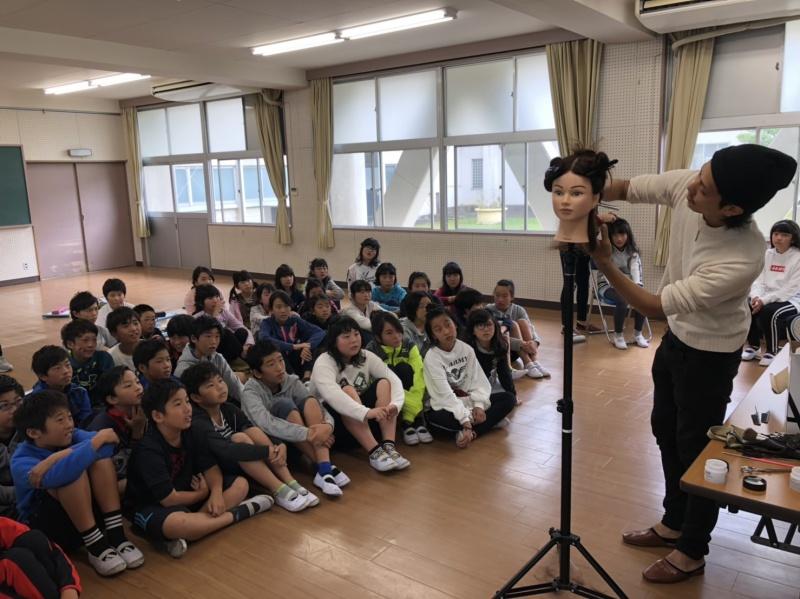 地元の「新蟹江小学校」・「白鳥小学校」へ出張授業の一環で、BLOOM(清須店)・DELIGHT(弥富店)が、講師として6年生対象に授業をさせて頂きました。